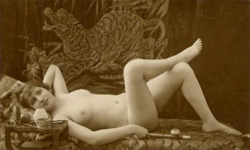 Französiche Postkarte - Akt mit Opiumpfeife um 1910